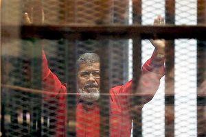 Cựu TT Ai Cập đột tử tại tòa sau khi đe dọa 'tiết lộ bí mật'