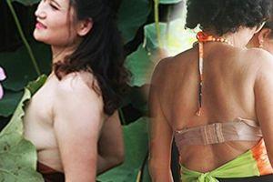 Thiếu nữ hở bạo chen nhau chụp ảnh dưới đầm sen nở rộ