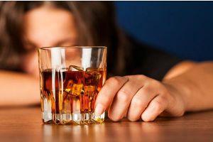 Thực hư việc uống rượu nhiều làm ảnh hưởng đến 'chuyện ấy'