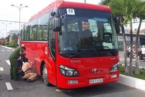 Hai vợ chồng thương vong sau va chạm với xe khách