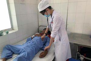 Bị sốt xuất huyết, thanh niên 9X liên tục ói ra máu tươi