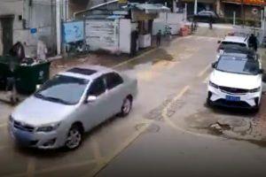 Cái kết bất ngờ khi cha ra tay giúp con gái đỗ xe