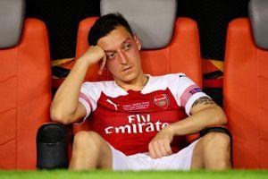 Arsenal tắc chuyển nhượng: Lỗi 2 'ông kễnh' Ozil, Mustafi