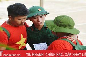Nhiều cung bậc cảm xúc trong lễ chia tay các chiến sỹ 'nhí' sau học kỳ trong quân đội