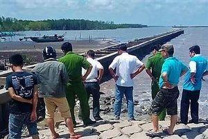Điều tra vụ thi thể nam giới đang phân hủy trôi dạt vào bờ biển