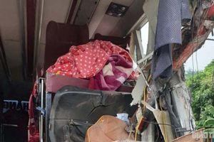 Ám ảnh những chiếc chăn đắp dở trong vụ tai nạn thảm khốc ở Hòa Bình