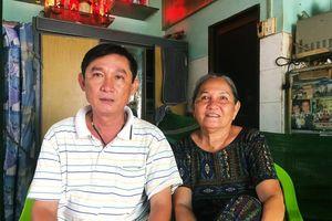 Chuyện bà lão nhặt ve chai khóc giữa trời mưa và sự cưu mang của bác lơ xe nghèo Sài Gòn: 'Có hôm làm được 250 ngàn, tui cho hết'