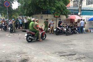 Người đàn ông mang giấy khám bệnh chết dưới gầm cầu vượt bằng thép ở Sài Gòn