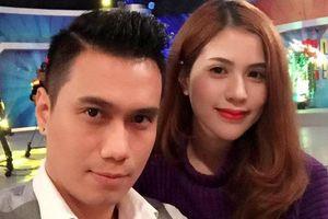 Phan Hải 'Người phán xử' và vợ đăng status ám chỉ đã ly hôn
