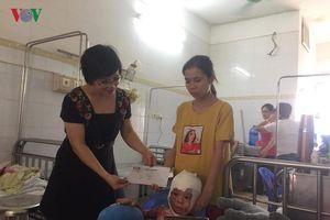 VOV1 tặng quà cho các bệnh nhi Viện Bỏng Quốc gia