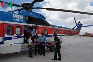 Cấp cứu hàng không đưa chiến sỹ từ Trường Sa về đất liền điều trị