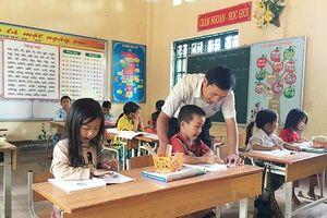 Thầy giáo vùng cao tận tâm với học trò
