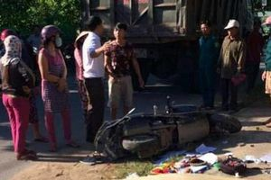 Chở 2 con nhỏ đi học bị xe ben tông, 3 mẹ con thương vong