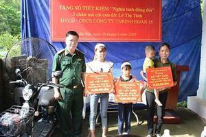 Ban Công đoàn Quốc phòng trao sổ tiết kiệm tặng 3 cháu mồ côi