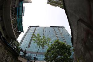 Hiện trạng tòa nhà 8B Lê Trực sau nhiều năm yêu cầu 'cắt ngọn'