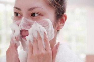 Ngỡ ngàng khi biết sữa rửa mặt trị mụn chỉ khiến da nổi mụn hơn