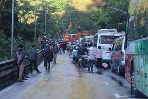 Sạt lở sau mưa lớn ở đèo Bảo Lộc, giao thông ùn tắc hơn 20 km
