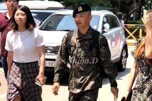 Taeyang (BigBang) gây sốt bởi màn trình diễn đẳng cấp với mức lương… 50 xu/giờ trong quân ngũ