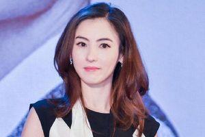 Trương Bá Chi xuất hiện bên cạnh người đàn ông lạ mặt tại Singapore, nghi ngờ là cha của đứa con thứ ba