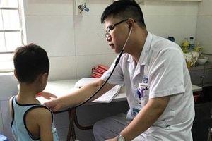 Hà Nội: Bé trai 5 tuổi suýt chết đuối khi đi đăng ký học bơi