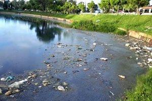 Nước hồ bốc mùi hôi thối khủng khiếp giữa trung tâm TP Đà Lạt