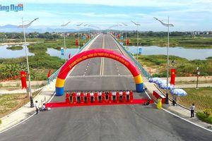 Quảng Ngãi: Khánh thành cầu Thạch Bích và gắn biển công trình chào mừng 30 năm Ngày tái lập tỉnh