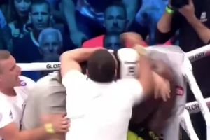 Hạ knock-out đối thủ, võ sĩ bị hàng loạt khán giả lao lên đánh tới tấp