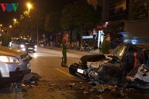 2 xe ô tô đâm nhau, 3 người bị thương nặng