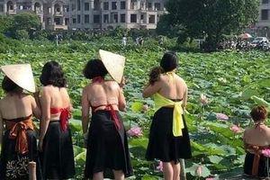 Thêm một bà cô khoe ngực, ôm lu khiến dân mạng tiếp tục hoảng hốt về một mùa sen ở Hà Nội