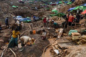Liều mạng mưu sinh ở các mỏ khai thác đá ruby Myanmar