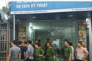 Đang khám nhà chủ doanh nghiệp gọi Giang '36' vây xe công an
