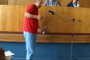 Doanh nhân Ukraine tự thiêu ngay giữa phòng họp