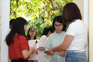 Hơn 60.000 học sinh Hà Nội làm thủ tục xác nhận nhập học vào lớp 10