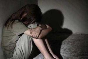 Đi truyền nước, bé gái 15 tuổi tố bị bác sĩ hiếp dâm