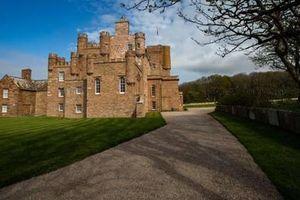 Trải nghiệm làm ông hoàng trong lâu đài cho thuê của hoàng tử xứ Wales
