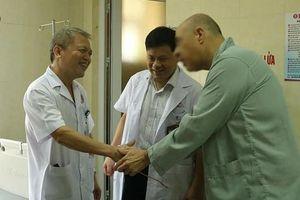 Cấp cứu thành công cho du khách Mỹ đến Việt Nam gặp cơn đau bụng dữ dội do sỏi thận