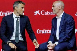 Vì sao HLV Enrique bất ngờ chia tay đội tuyển Tây Ban Nha?