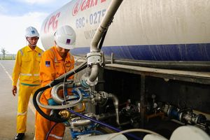 Cổ phiếu Dầu khí tăng mạnh theo sự bứt phá của thị trường