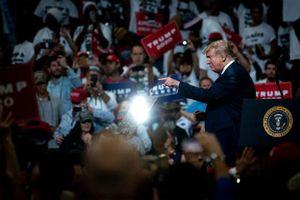 Mới tái tranh cử 1 ngày, ông Trump quyên gần 25 triệu USD