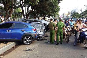 Gia Lai: 'Xe điên' tông 5 xe máy và 1 ô tô tại điểm dừng đèn đỏ