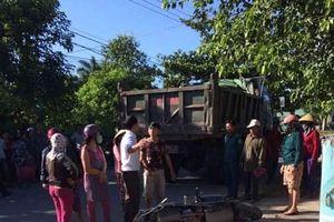 Quảng Trị: Va chạm giữa xe ben và xe máy, 3 mẹ con thương vong