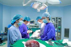 Phẫu thuật thành công khối u máu khổng lồ ở gan