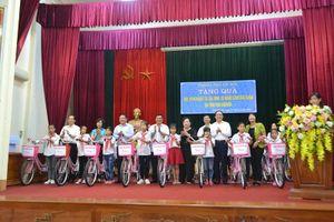 Đoàn công tác TP Hà Nội thăm, tặng quà tại tỉnh Thái Nguyên