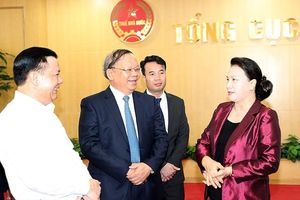 Chủ tịch Quốc hội Nguyễn Thị Kim Ngân làm việc với Tổng cục Thuế