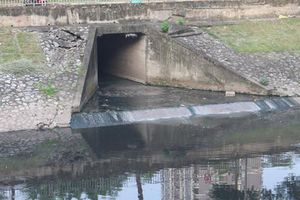 Cống nước thải xả trực tiếp ra sông, 100 năm nữa Tô Lịch cũng không hết ô nhiễm