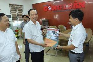 Thanh Hóa: Bí thư Tỉnh ủy chúc mừng cán bộ, phóng viên tại Trung tâm Báo chí TP Thanh Hóa