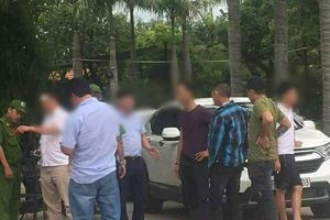 Đình chỉ công tác 2 sĩ quan cảnh sát trong vụ giang hồ chặn xe chở công an