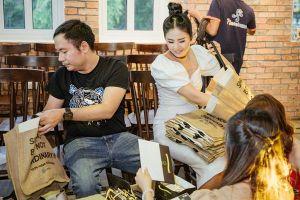 Nghệ sĩ Xuân Bắc 'quẩy' hết mình, HH Ngọc Hân tự tay chuẩn bị quà trong tiệc báo chí