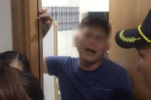 Cô bé 15 tuổi tố chủ tiệm tóc 56 tuổi ở Jamona City dùng vũ lực hôn ngực, vùng kín