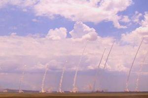 Mục kích Trung Quốc bắn 10 quả tên lửa đạn đạo cùng lúc